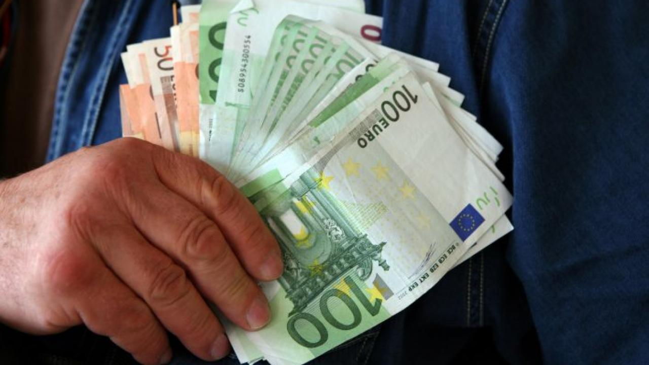 câți bani câștigă o persoană într- o viață)