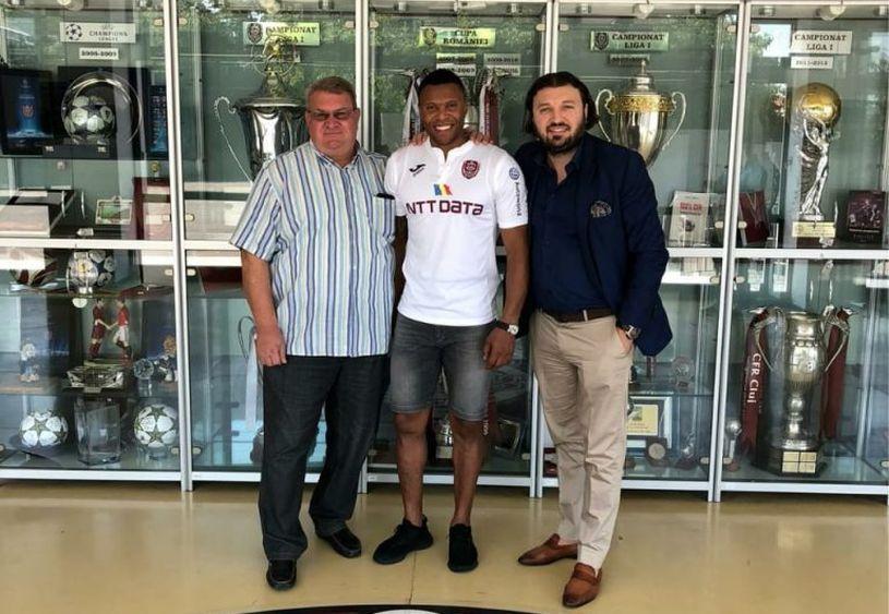 """Agentul Toni Curea (dreapta), alături de """"țeapa secolului"""", transferul lui Julio Baptista la CFR"""
