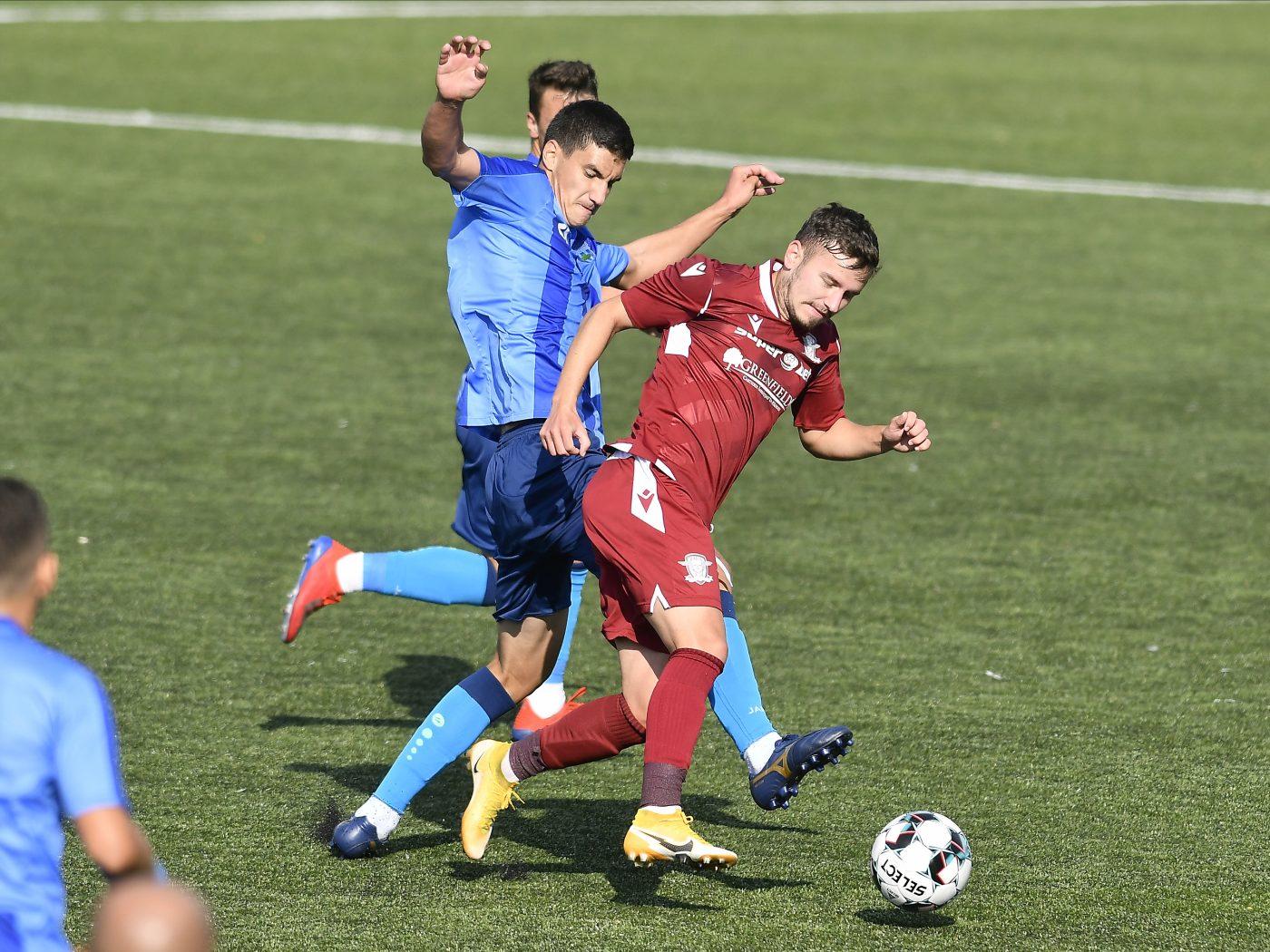 Daniel Benzar (în vișiniu) și-a reziliat contractul cu Rapid, dar tot va încasa prima enormă pentru promovarea în prima ligă