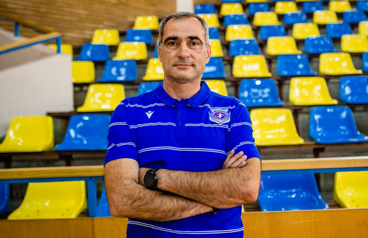 Narcis Cîtu le-a preluat pe handbalistele din județul Arad după ce s-a despărțit de CNE Sighișoara