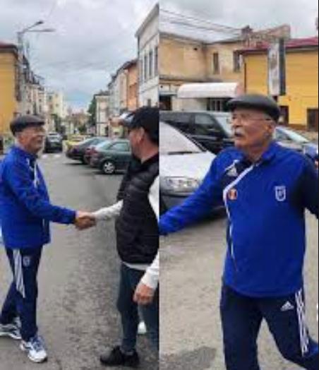 Tudor Gheorghe se plimbă pe stradă în treiningul lui FC Universitatea Craiova