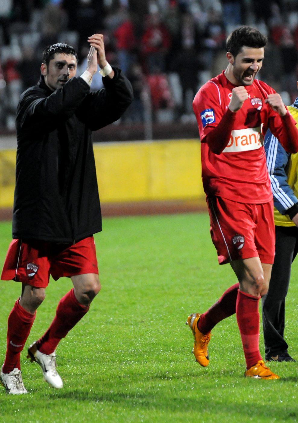 Danciulescu și Bratu (dreapta), fericiți după ce au marcat în victoria din 2008, împotriva Stelei
