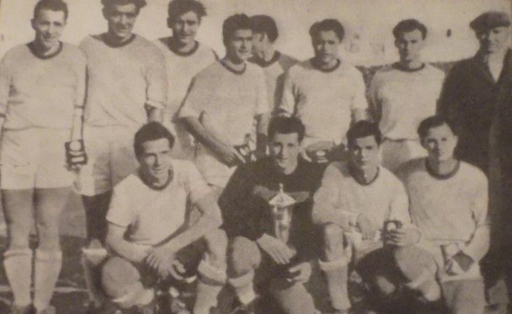UTA 1953, câștigătoare a Cupa României: Farmati, Vaczi, Kapas, Mercea, Serfözö, Dumitrescu, Popa (sus) Kovacs, Popovici, Lupeș, Szucs (jos)
