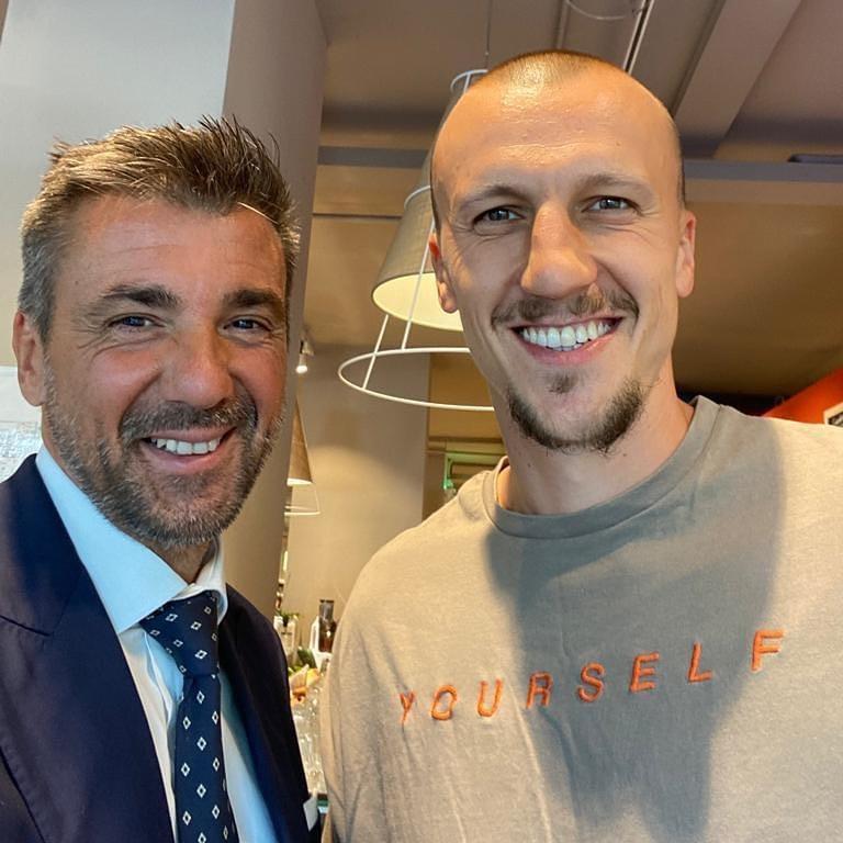 Chiricheș (dreapta) este poate cel mai galonat fotbalist impresariat de Chiodi în acest moment