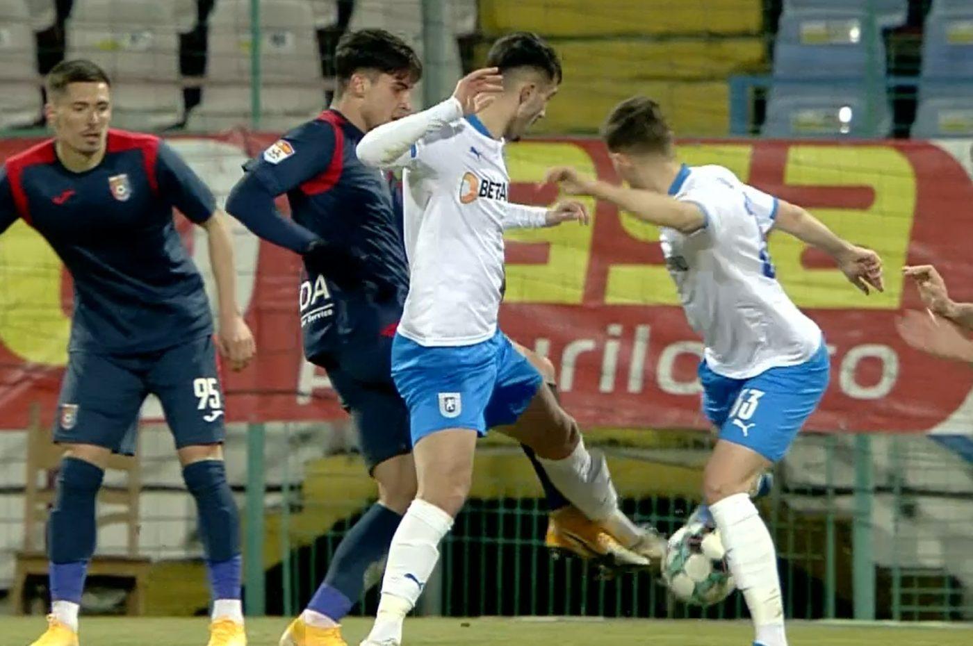 Istvan Kovacs nu vede penalty la faultul lui Marco Dulca la Andrei Ivan