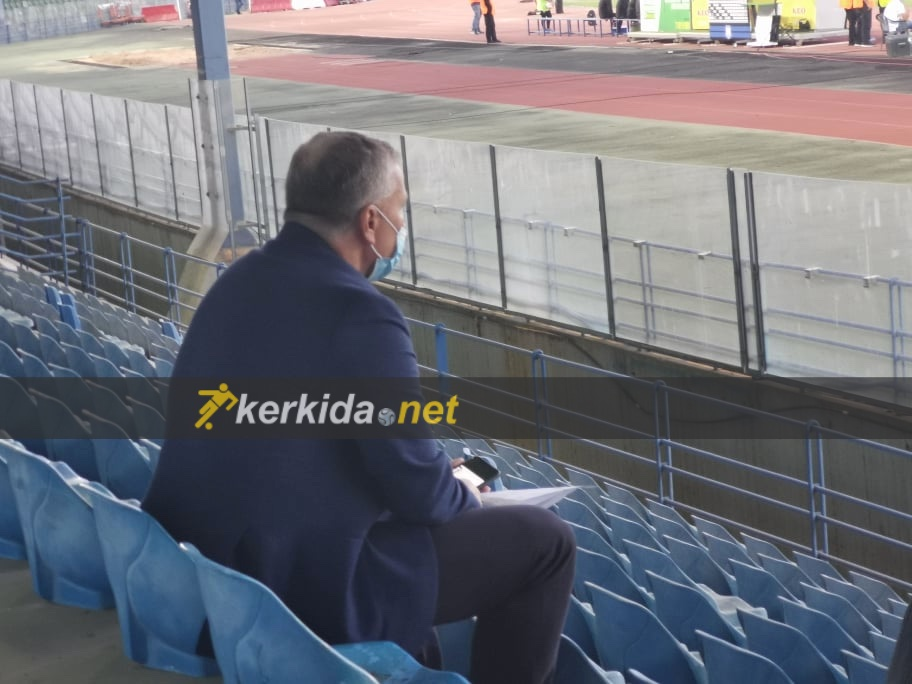Dan Petrescu, surprins în tribunele din Cipru. Sursa foto: Kerkida