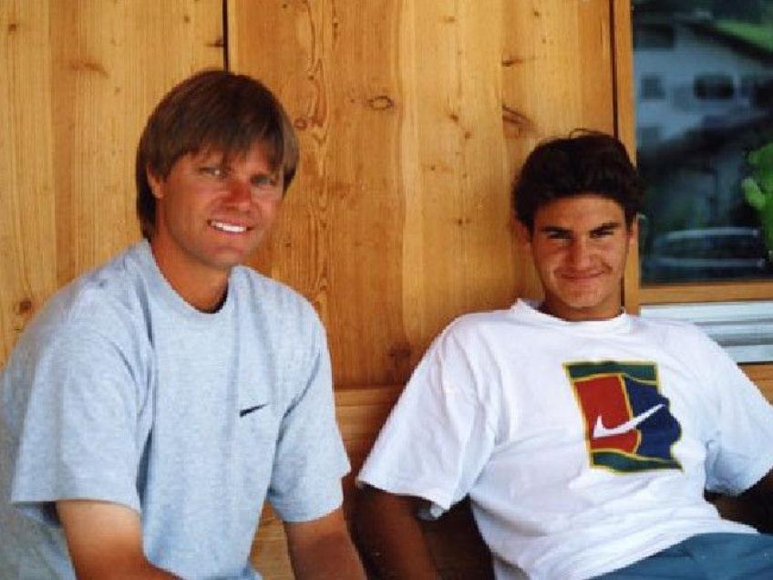 Roger Federer, alături de primul său antrenor, Peter Carter.