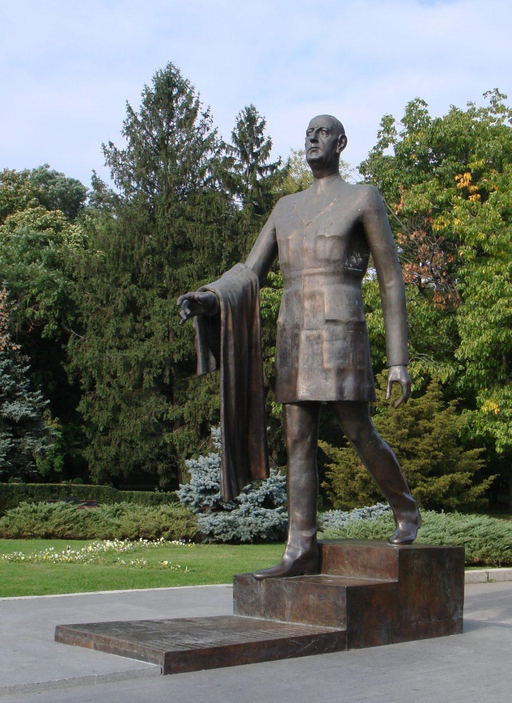 Statuia lui Charles de Gaulle. sursă foto: ro.wikipedia.org