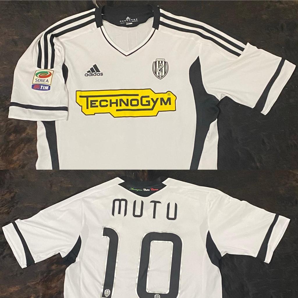 Tricoul lui Mutu va putea fi achiziționat prin licitație în campania organizată de Herea pentru micuța Oti