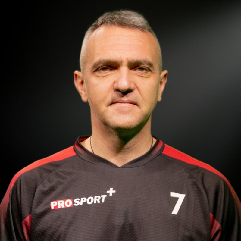 Editorialistul ProSport, Decebal Rădulescu, a donat tricourile cumpărate prin licitație