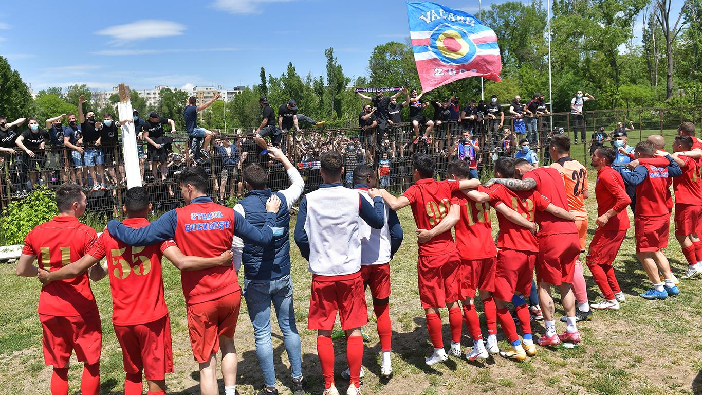Steaua, prima echipă calificată la barajul decisiv de promovare în Liga 2! VIDEO | Modul în care jucătorii au sărbătorit alături de suporteri