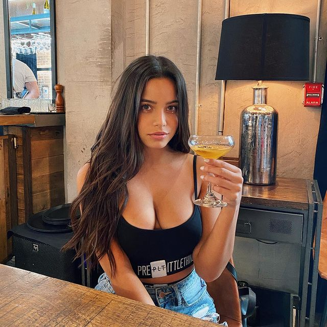 Emilia, tânăra din Argentina despre care se spune că este iubita lui Neymar
