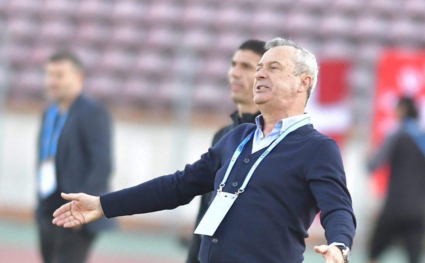 Dinamo, urmărită de ghinion! Mircea Rednic, obligat să mizeze în meciul de cupă cu FC Argeș pe un jucător de care își dorea să scape